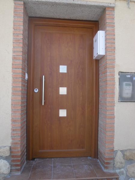 Talleres villamond carpintera de aluminio y hierro for Puerta entrada vivienda
